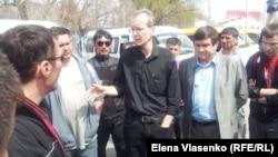 К Олегу Шеину 13 апреля присоединились забастовавшие водители маршруток