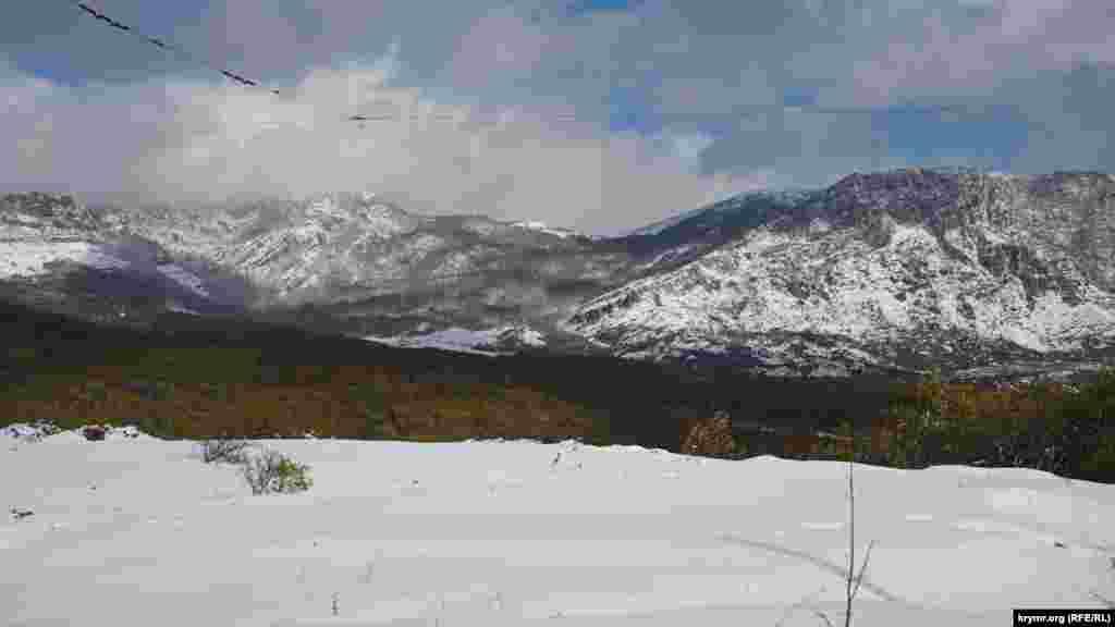 На Демерджі теж випав перший сніг.