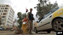 Një pjesëtar i forcave të sigurisë në kryeqytetin Sana (foto e vitit 2013)