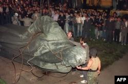 Знесення пам'ятника Феліксу Дзержинському на Луб'янці, 22 серпня 1991 року