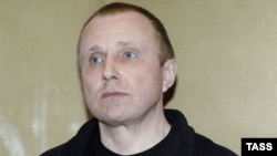 Aleksei Pichugin appears in a Moscow courtroom in April 2008.