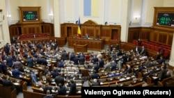 Тепер спікер парламенту Андрій Парубій має право підписати закон про мораторій і направити його на підпис президентові