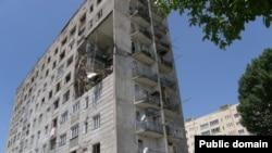 Почти три года жители цхинвальского дома по ул. Маяковского, 1, живут в постоянном страхе за свою жизнь