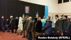 Жазушы Әбіш Кекілбаевпен қоштасу рәсімі. Астана, 13 желтоқсан 2015 жыл.