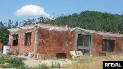 Nedovršena kuća koja prokišnjava