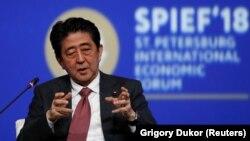 Синзо Абэ, архивное фото