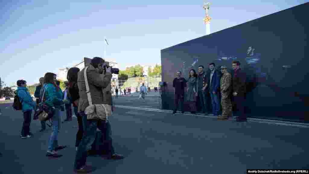 Герої фотопроекту під час відкриття виставки на майдані Незалежності в Києві