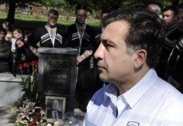Михаил Саакашвили на могиле Мелитона Кантария, 2011