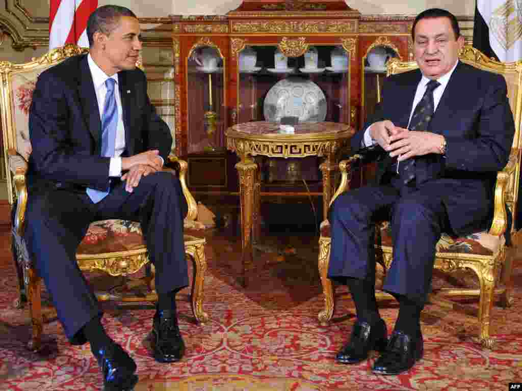 Nic366688 Object name EGYPT - US - DIPLOMACY - OBAMA EGYPT, Cairo : Egyptian President Hosni Mubarak (R) speaks during a bilateral meeting with US President Barack Obama at the presidential palace in Cairo on June 4, 2009. Obama arrived in Egypt to make a momentous multimedia address to the world's 1.5 billion Muslims, seeking to heal a wide breach between America and Islam. AFP PHOTO/Mandel NGAN