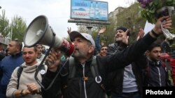 Armenia - Opposition leader Nikol Pashinian appeals to people during a demonstration in Yerevan, 13 April 2018.