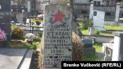 Spomenik pripadniku Crvene armije na kragujevačkom groblju