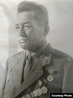 Эсенгул Асымов.