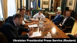 Во время встречи президента Украины Владимира Зеленского с олигархом Игорем Коломойским в Офисе президента. Киев, 10 сентября 2019 года