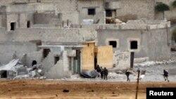 Вооруженные люди в сирийском городе Кобани. 15 октября 2014 года.