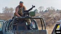 Блок-пост украинских военных неподалеку от города Счастье в Луганской области