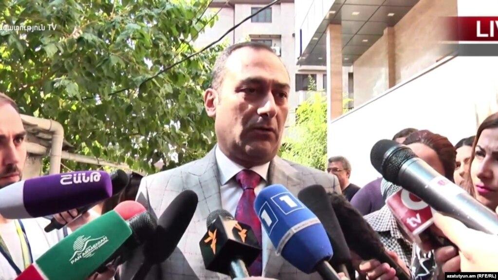 Артак Зейналян поздравил Айка Марутяна с победой на муниципальных выборах в Ереване