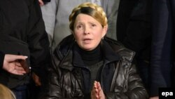 یوليا تيموشنکو پس از آزادی از زندان و در حال سخنرانی در میدان استقلال کییف
