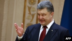 Președintele Ucrainei vorbind presei după summitul de la Minsk, 12 februarie 2015.