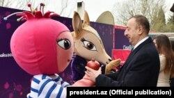 İlham Əliyev Avropa Oyunlarının talismanları ilə görüşür, 19 mart 2015