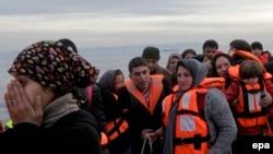 Мигранты прибывают на греческий остров Лесбос, 17 марта 2016 года.