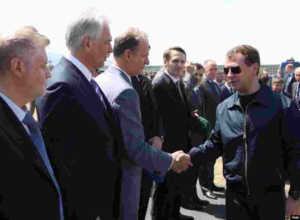Президент России Дмитрий Медведев провел выездное совещание с постоянными членами Совета безопасности РФ в Дагестане (ИТАР-ТАСС)