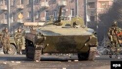Армения -- Солдаты и танки на улицах Еревана, 2 марта 2008 г.