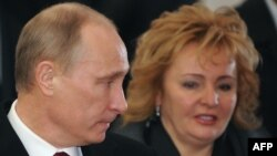 Russian President Vladimir Putin and his wife, Lyudmila, have announced that they are to divorce.