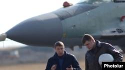 Rusiya pilotları təlim uçuşlarına hazırlaşırlar. Yerevan, 14 mart 2014