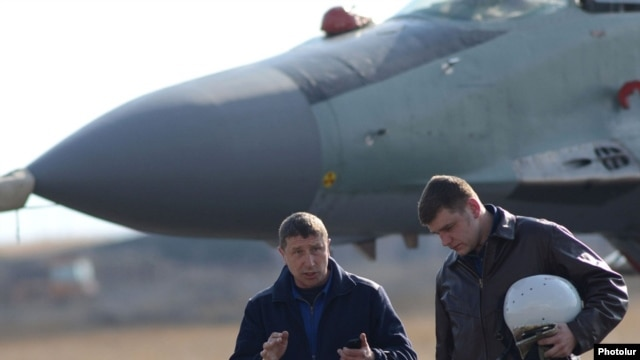 Armenia - Russian Air Force pilots at Erebuni airfield in Yerevan, 14Mar2014.