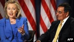 АКШ мамкатчы Хиллари Клинтон жана коргоо министри Леон Панетта CNN телеканалында. 2012-жылдын 16-октябры.