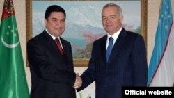Президент Туркменистана Гурбангулы Бердымухамедов и президент Узбекистана Ислам Каримов.