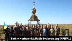 Участники мероприятия ко Дню памяти защитников Украины на горе Карачун