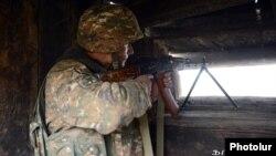 Մարտական դիրքերում ծառայություն իրականացնող հայ զինվոր, արխիվ