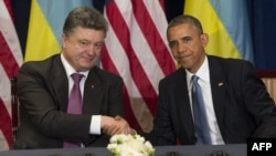 Президент України Петро Порошенко (ліворус) і президент США Барак Обама, 4 червня 2014 року, Варшава