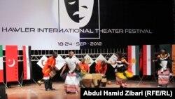 عرض للفنون الشعبية الأوغندية في حفل إفتتاح مهرجان أربيل الدولي الثاني للمسرح