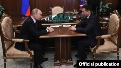 Владимир Путин и Бату Хасиков, фото с сайта Кремля