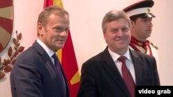 Архивска фотографија: Претседателот на Европскиот совет, Доналд Туск и македонскиот претседателот Ѓорге Иванов на средба во Скопје