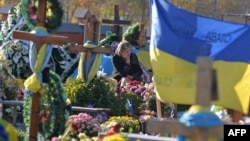 Могили загиблих бійців. Листопад 2015 р.