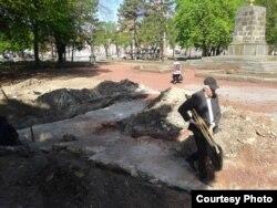 На місці розкопок церкви, де був колись пам'ятник Леніну, Кривий Ріг (фото Криворізького історико-краєзнавчого музею)