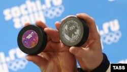 Презентация официальных шайб сочинских хоккейных турниров