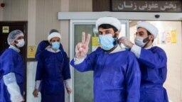بازدید گروهی از طلاب از بخش کرونای بیمارستان کامکار در قم در اسفند ۹۸