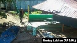 Игровая площадка детского сада № 58, где произошла трагедия. Один ребенок погиб, несколько детей получили травмы. Алматы, 20 мая 2015 года.