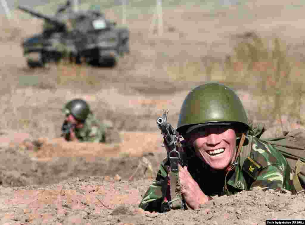 2016-жылы Global Firepower аскердик-аналитикалык порталынын рейтинги боюнча Кыргызстандын армиясы 126 мамлекеттин ичинен 110-орунду ээлеген.