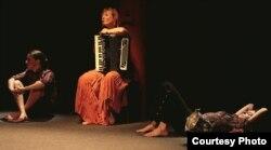 """Спэктакль """"Čtyři polohy a jedna Vesna"""""""