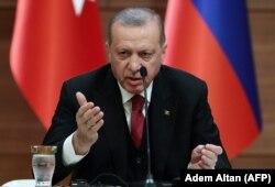 Реджеп Эрдоган на совместной пресс-конференции с президентами России и Ирана. Анкара, 4 апреля.