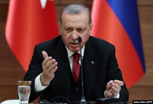 Реджеп Эрдоган на совместной пресс-конференции с президентами России и Ирана. Анкара, 4 апреля