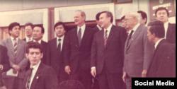 На фото, снятом во время визита госсекретаря США Джеймса Бейкера в Казахстан, Киял Сабдалин крайний справа. Алматы, март 1991 года