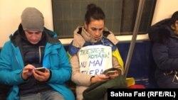 În metrou după proteste, București, 12 februarie 2017