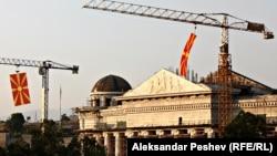 Зградата на Уставниот суд, дел од Скопје 2014-та, за Денот на независноста, 8 септември 2011.