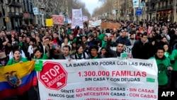 """Демонстрация протеста в Барселоне по инициативе организации """"Платформа жертв ипотеки"""", февраль 2013 года"""